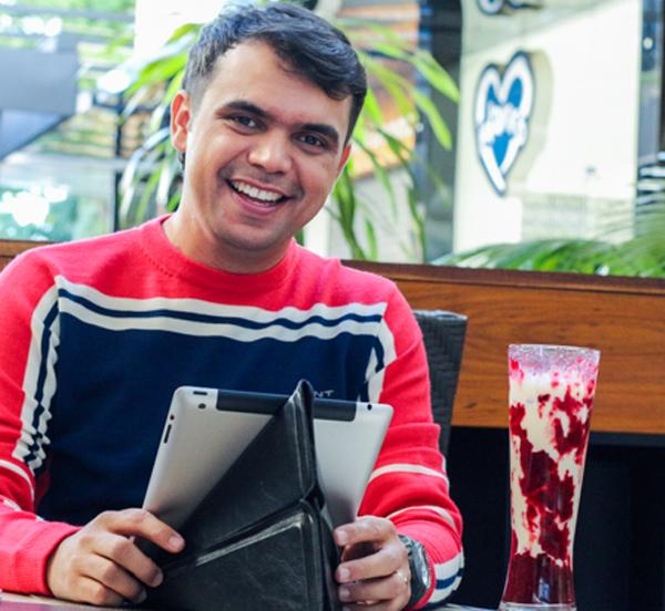 Bruno Figueredo usa tricô da Gant no Moussecake em Uberlândia