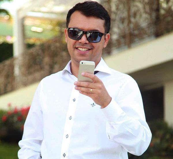 Look do dia por Bruno Figueredo que veste camisa Dudalina, calça Zara, cinto Samelo, sapatos Raphael Steffens, óculos Raphael Steffens e iphone 5 em Uberândia