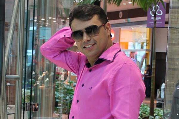 O blogueiro Bruno Figueredo fez suas escolhas de óculos pra esse inverno com Carrera, Tommy Hilfiger, Prada e Ray-Ban.