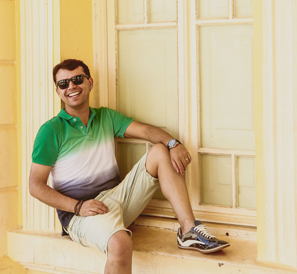 Blogueiro Bruno Figueredo de Uberlândia Minas usando polo tip dye degradê