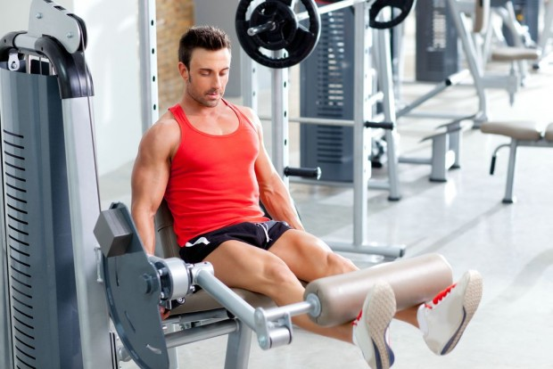 Dicas para os homens de como treinar pernas com o personal trainer Magno Galvão