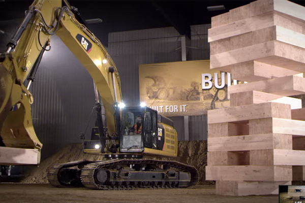 Caterpillar campanha Built For It Trials - Stack: Largest JENGA® Game Played with Cat® Excavators