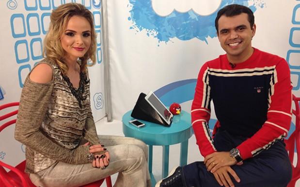 O blogueiro Bruno Figueredo comanda o programa Joga no Google no Canal da Gente na TV fechada em Uberlândia MG