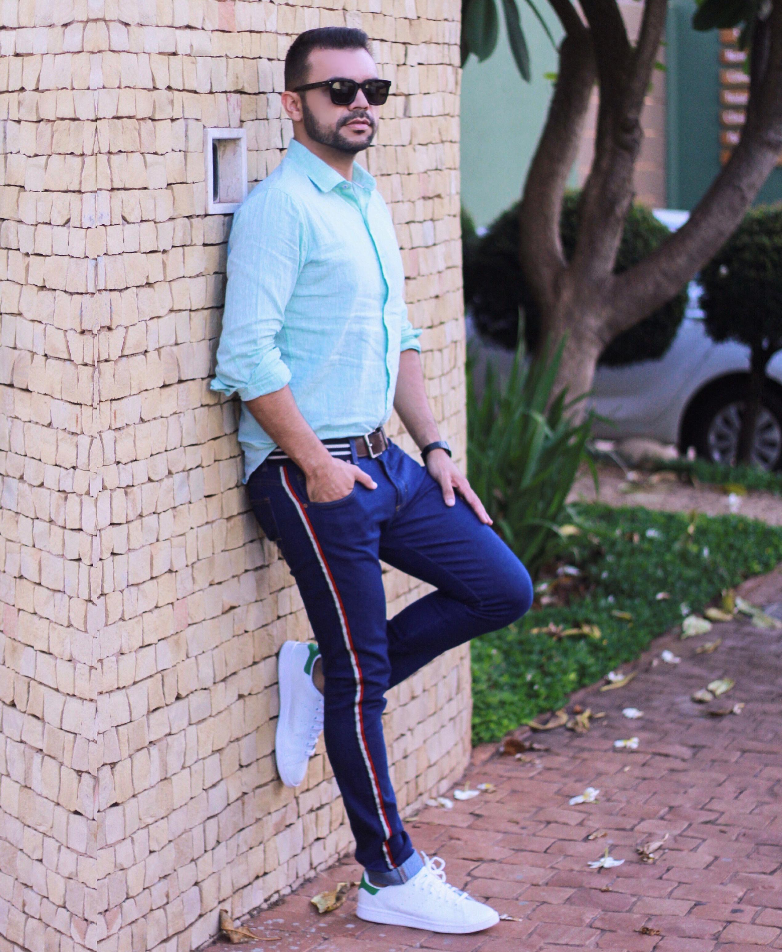 Calça jeans masculina com listra na lateral. Como usar   714b1aa4ceb