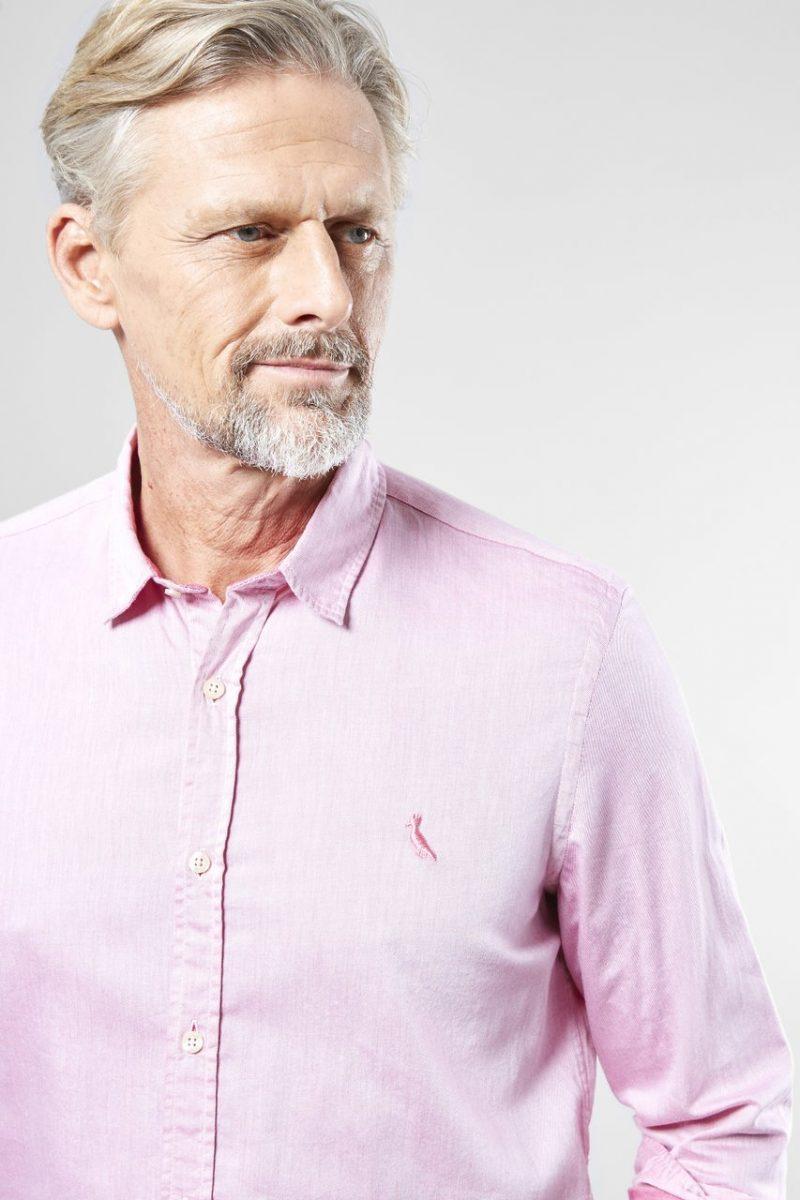 """Um """"teba""""na cabeça dos homens que ainda têm preconceito de usar rosa.  Estamos em 2018 e vejo ainda marmanjo torcer o nariz para uma cor que fica  muito bem ... bfc4354c1c"""